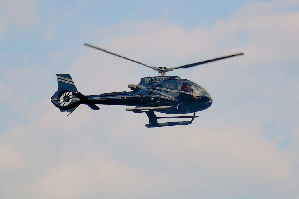 Helicopter that uses SAM Aviation Maintenance Software, flying away.